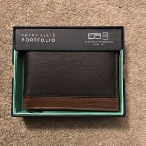 Perry Ellis Portfolio wallet